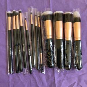 12 Makeup Brushes